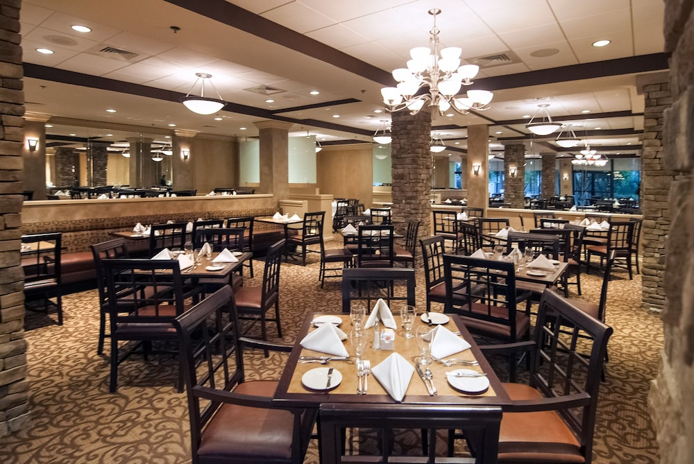 Restaurant, Crowne Plaza Baton Rouge, an IHG Hotel