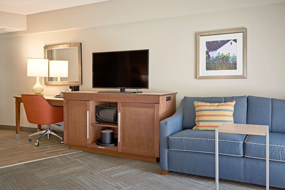 Living Area, Hampton Inn Lancaster
