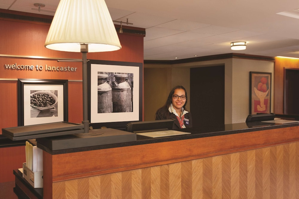 Reception, Hampton Inn Lancaster