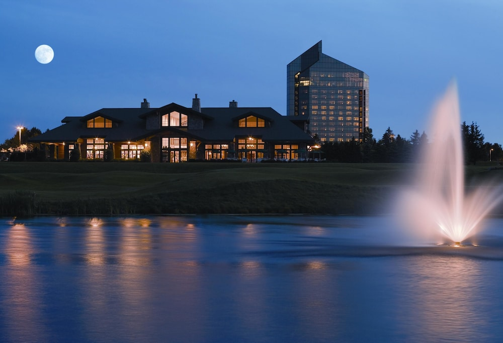 Front of Property - Evening/Night, Grand Traverse Resort And Spa