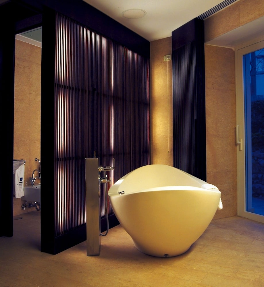 Deep Soaking Bathtub, Capri Palace Jumeirah