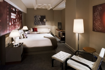 Grand Club, 1 King Bed - Guestroom
