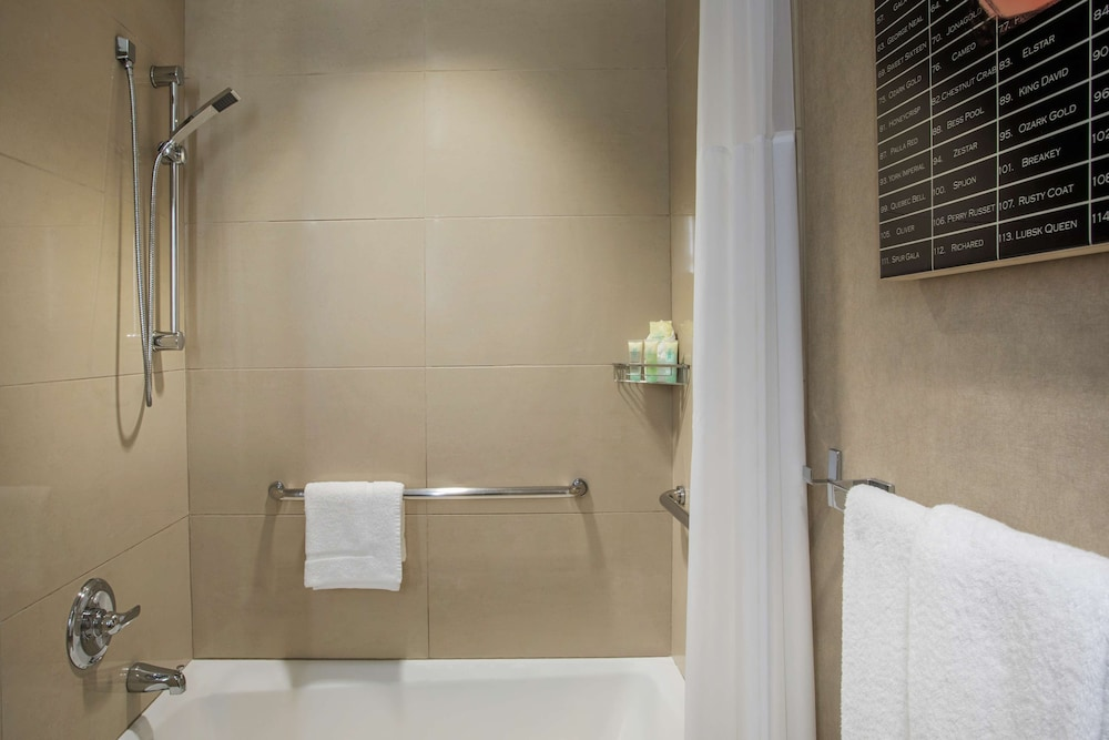Bathroom, Grand Hyatt New York