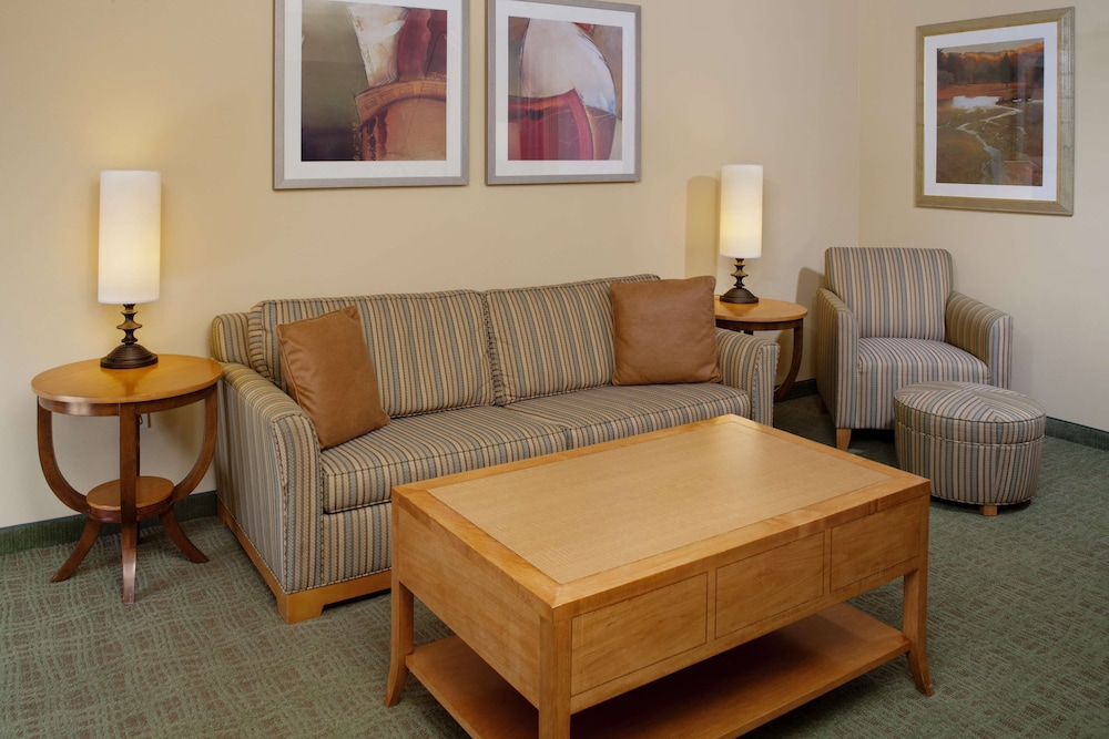 Living Area, DoubleTree by Hilton Columbus - Worthington