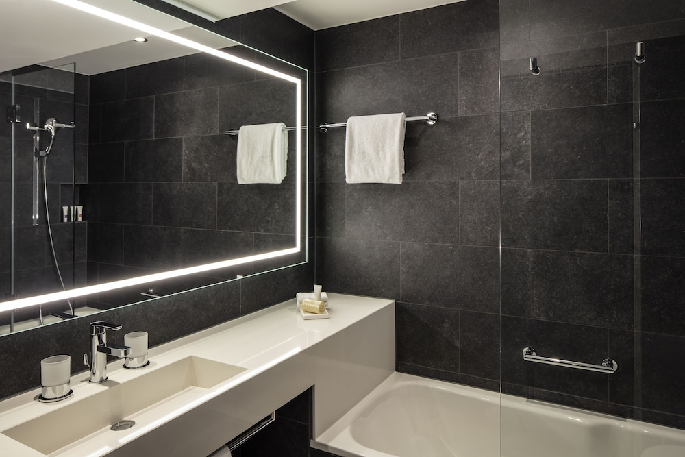 Bathroom, Swissotel Le Plaza Basel