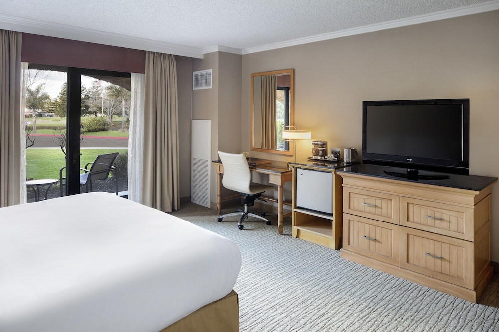 Room, DoubleTree by Hilton Sonoma - Wine Country