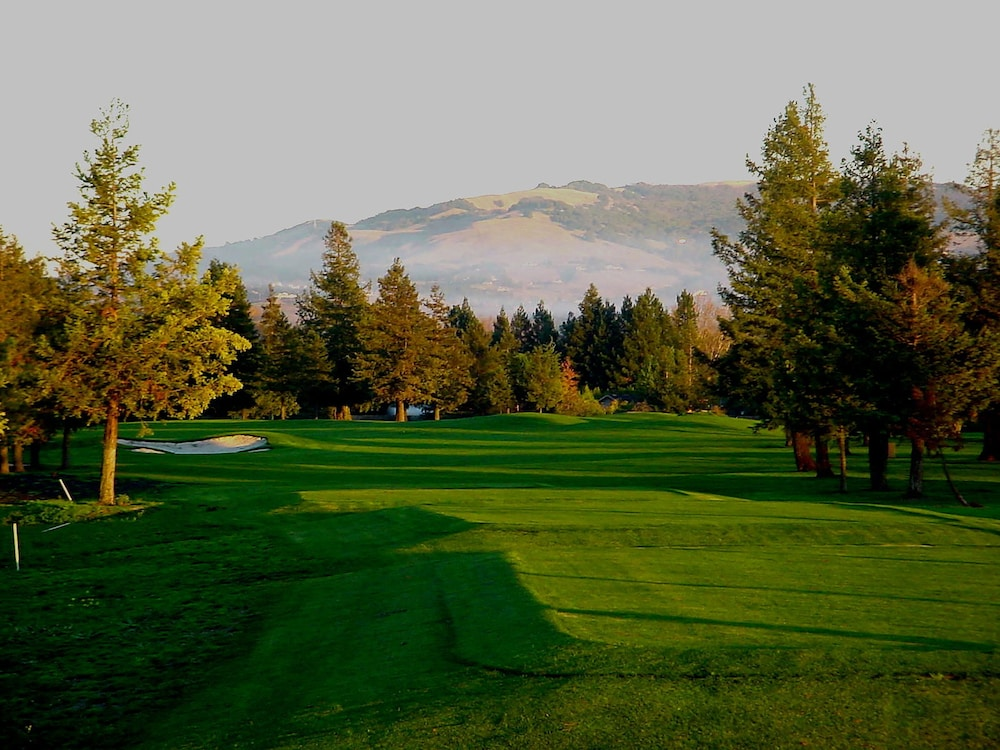 Golf, DoubleTree by Hilton Sonoma - Wine Country