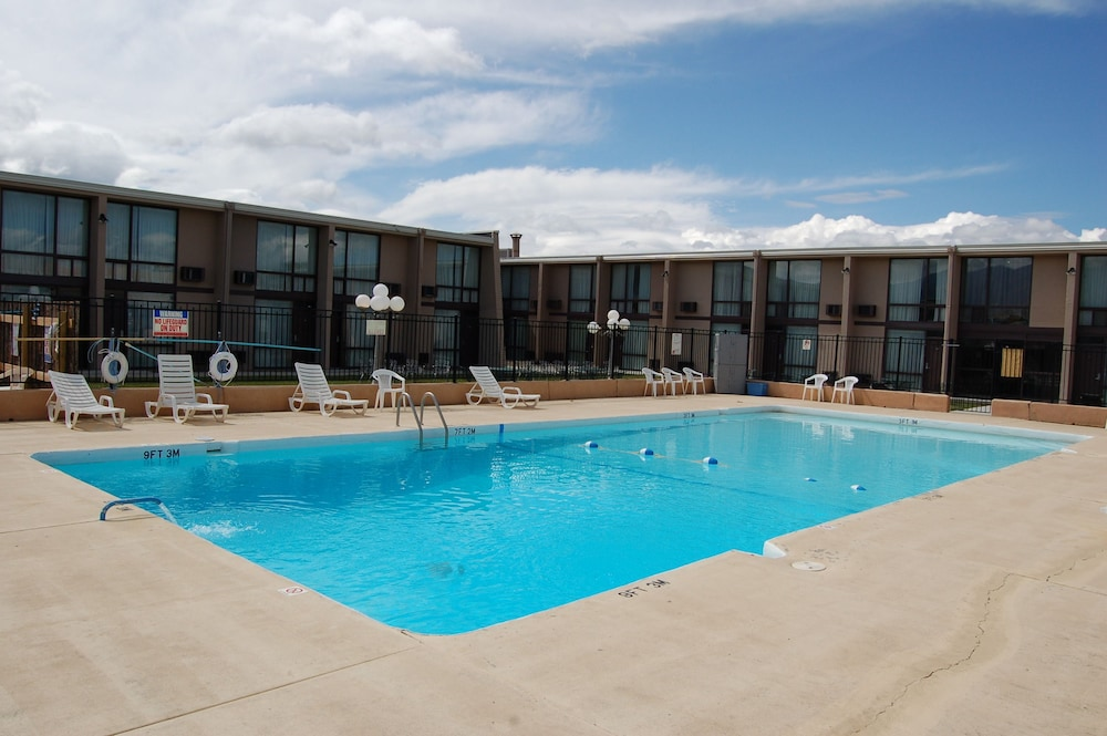 Outdoor Pool, Quality Inn Taos