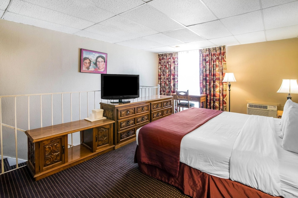Room, Quality Inn Taos