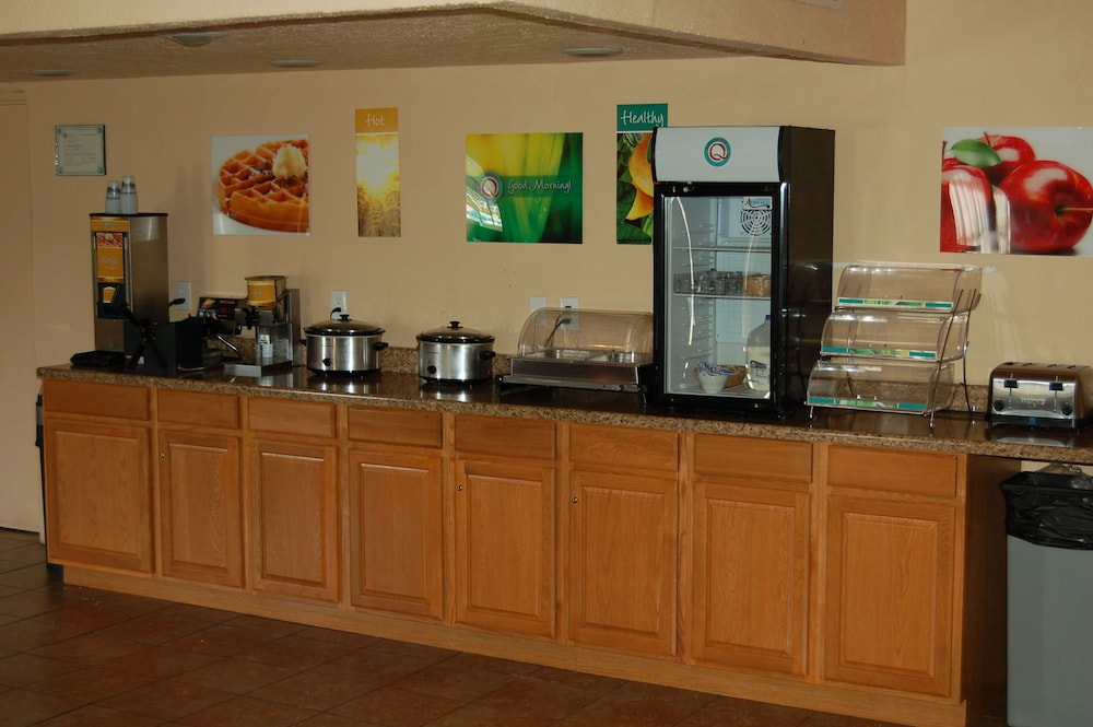 Dining, Quality Inn Taos