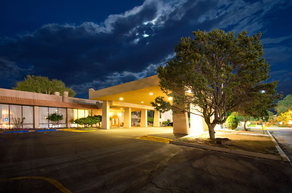 Front of Property, Quality Inn Taos