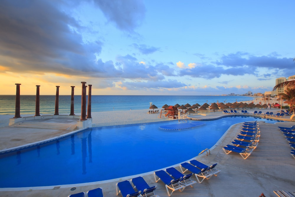 Outdoor Pool, Krystal Cancun