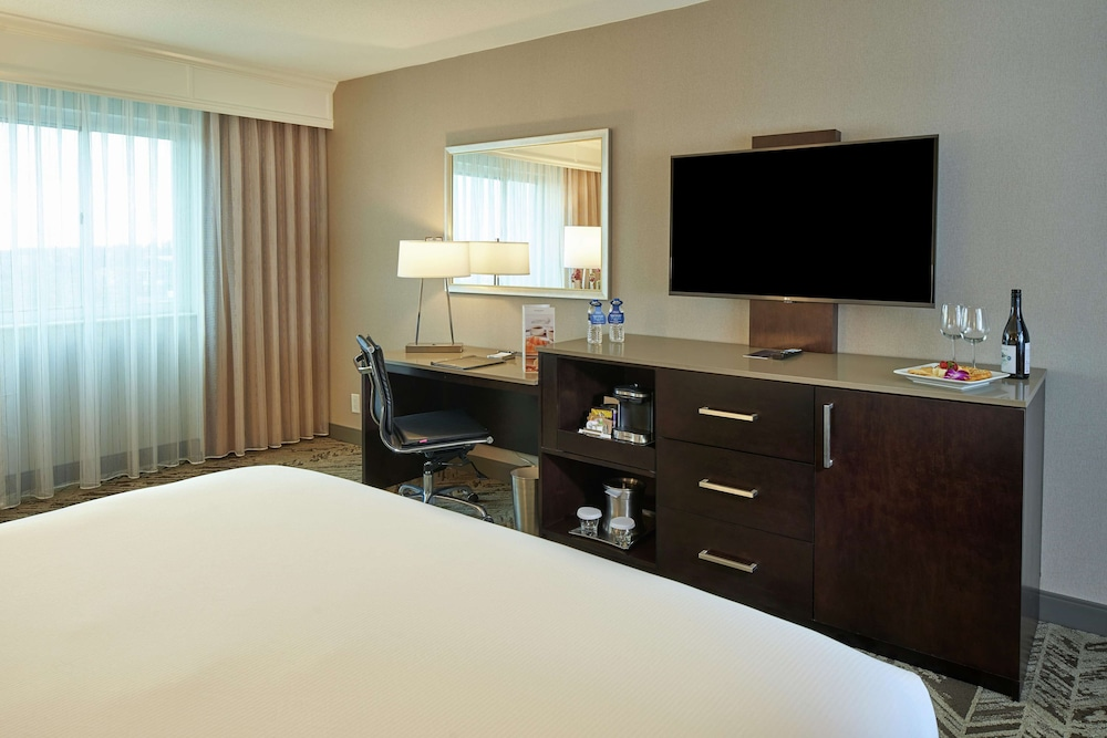 Room, Hilton Cincinnati Airport