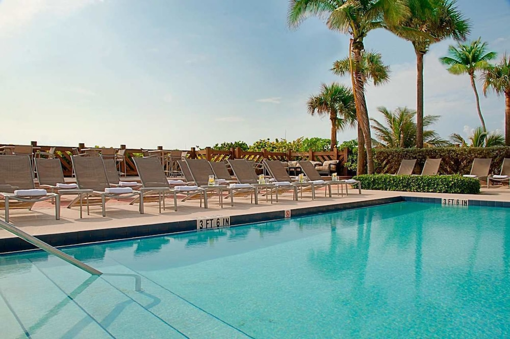 Hilton Palm Beach Oceanfront Resort Hotel