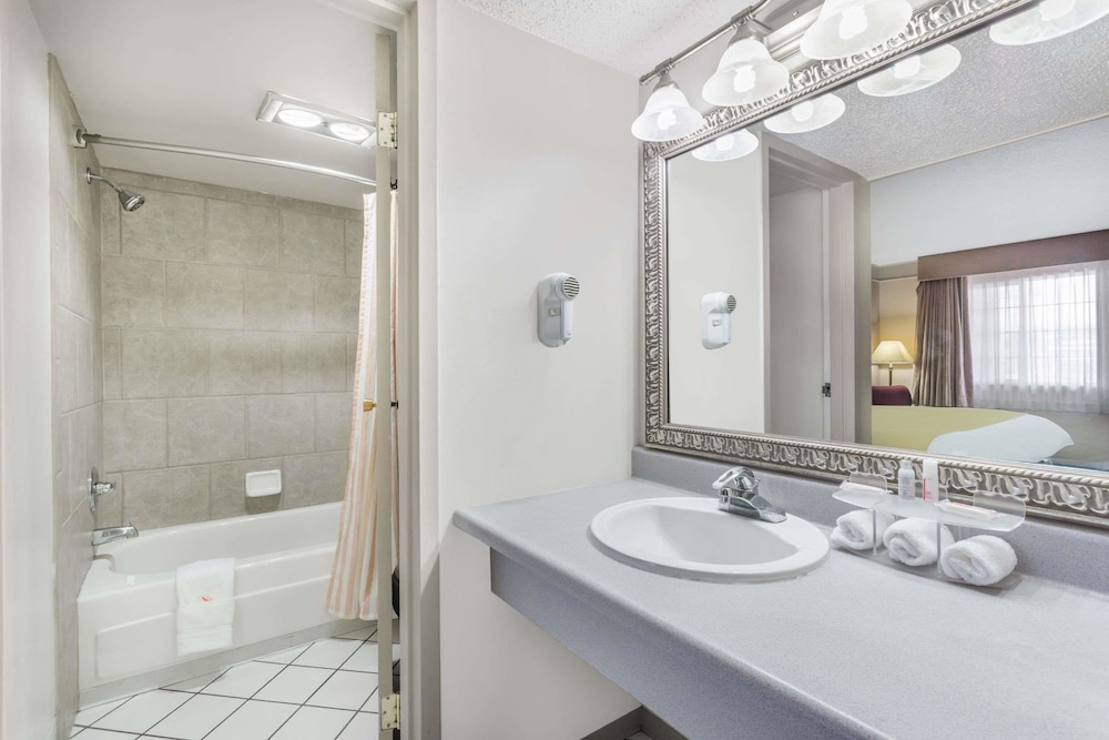 Bathroom, Days Inn by Wyndham Delta CO