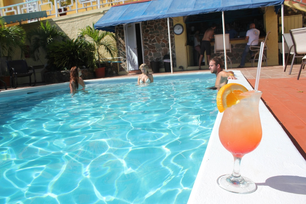 Poolside Bar, Mafolie Hotel