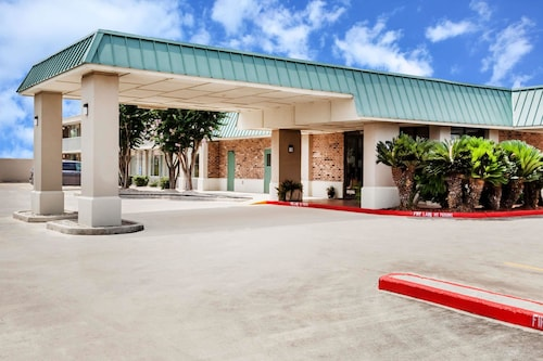 Days Inn by Wyndham Seguin TX