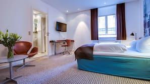 Sengetøy av topp kvalitet, senger med overmadrass og safe på rommet