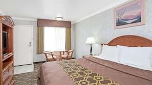 Een bureau, een strijkplank/strijkijzer, gratis babybedden, extra bedden