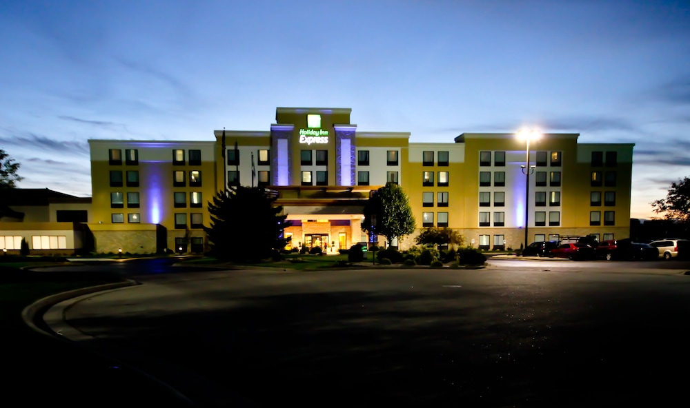 Exterior, Holiday Inn Express Janesville - I-90 & US Hwy 14