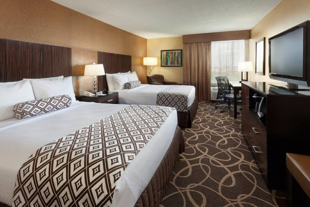 Room, Crowne Plaza Newark Airport, an IHG Hotel