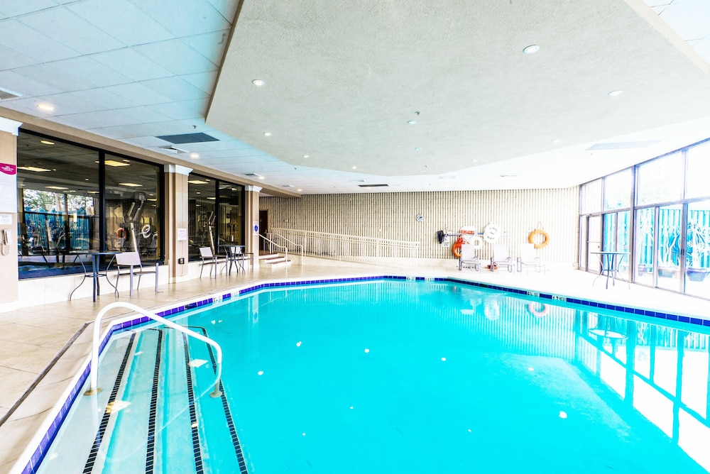 Indoor Pool, Crowne Plaza Newark Airport, an IHG Hotel