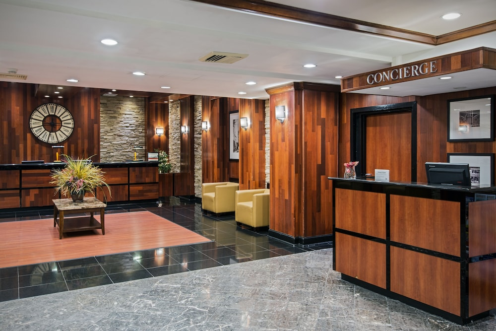 Lobby, Crowne Plaza Newark Airport, an IHG Hotel