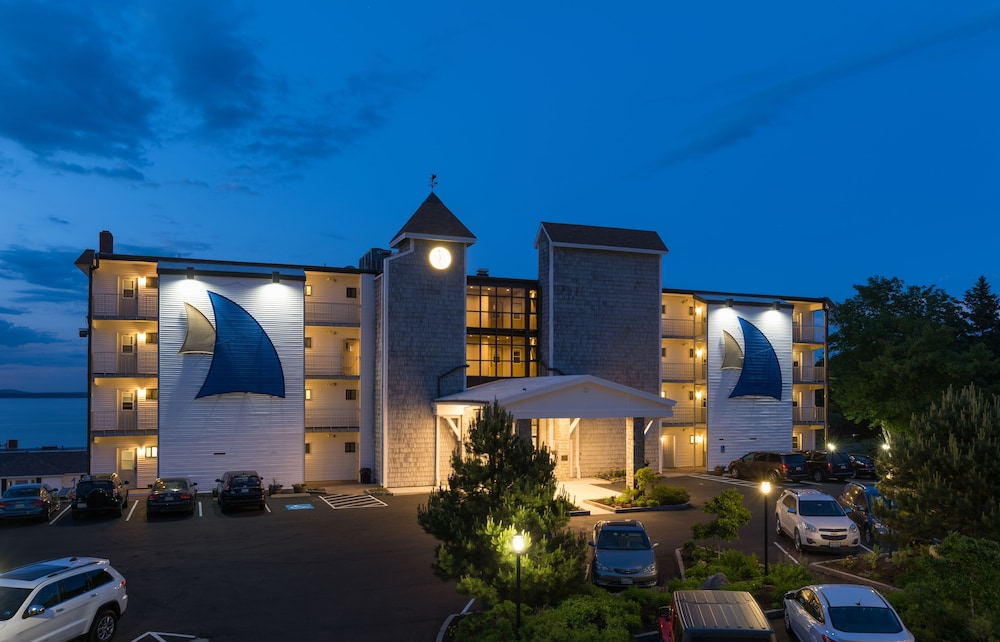 Front of Property - Evening/Night, Atlantic Oceanside Hotel & Conference Center