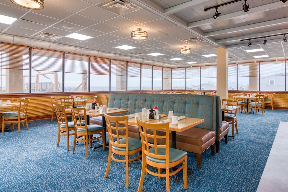 Restaurant, Ramada Plaza by Wyndham Nags Head Oceanfront
