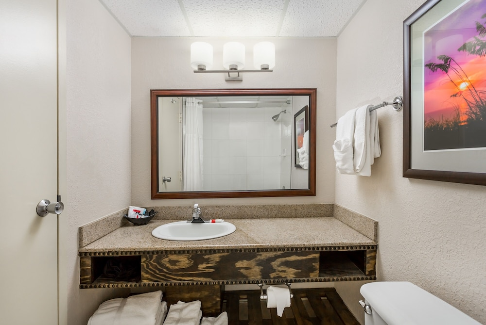 Bathroom, Ramada Plaza by Wyndham Nags Head Oceanfront