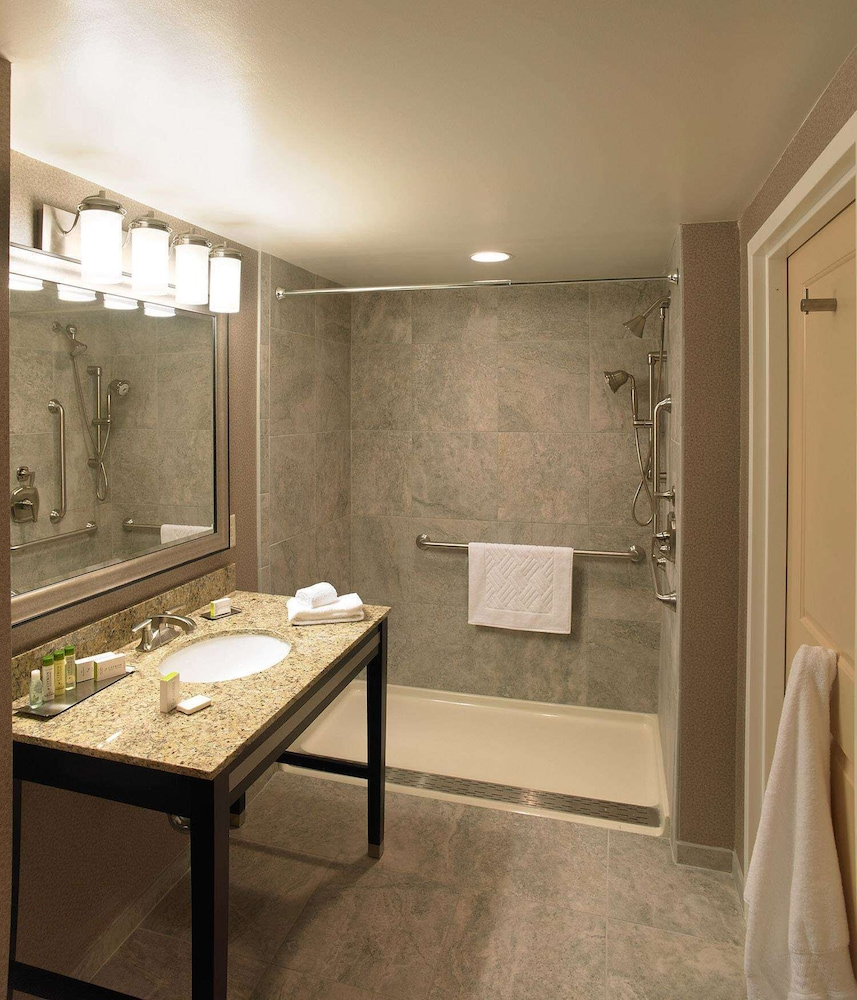 Bathroom, The Strathallan Rochester Hotel & Spa- A DoubleTree by Hilton