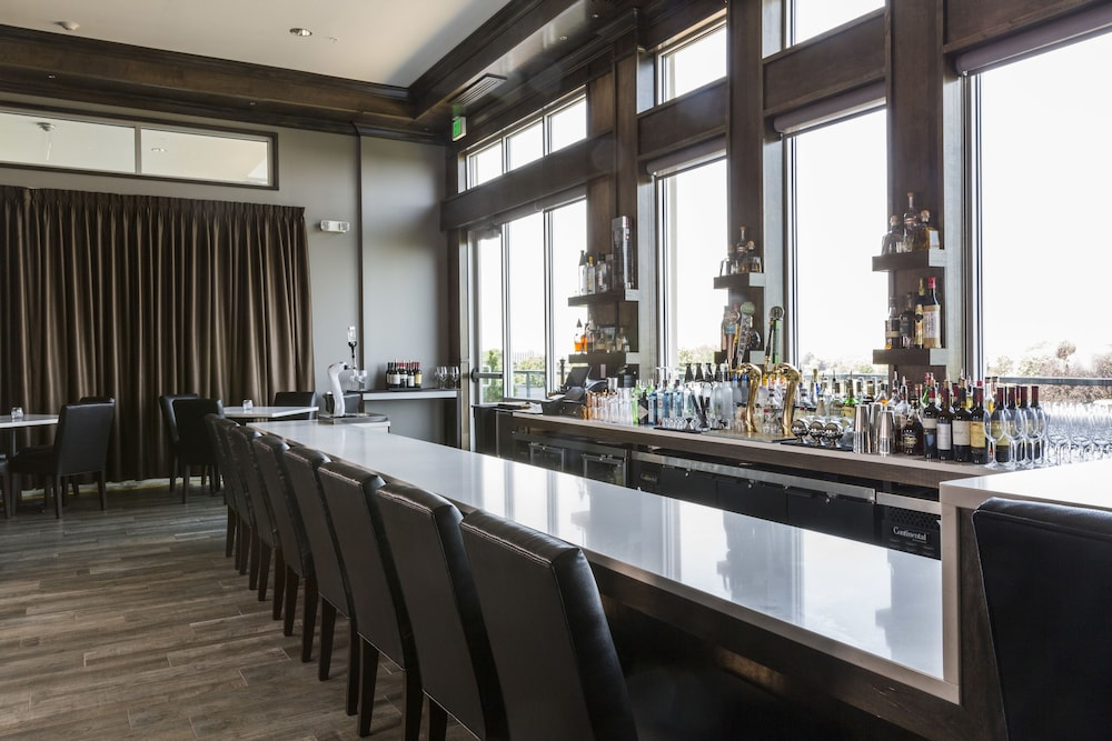 Bar, The Strathallan Rochester Hotel & Spa- A DoubleTree by Hilton