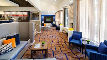 Courtyard by Marriott St Louis Westport Plaza