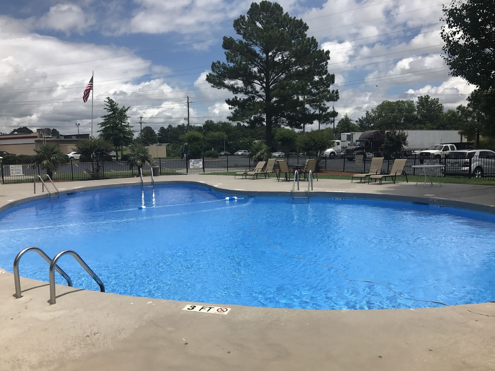 Outdoor Pool, Clarion Hotel Fort Mill Near Amusement Park
