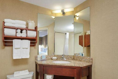 Bathroom, Hampton Inn Peoria-East At The River Boat Crossing