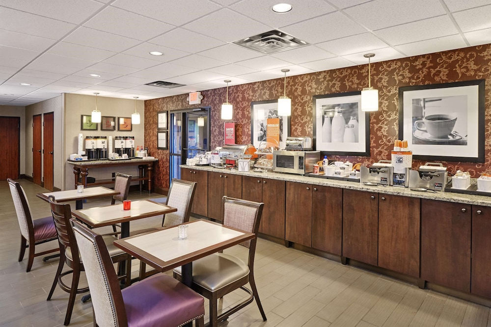 Restaurant, Hampton Inn Peoria-East At The River Boat Crossing
