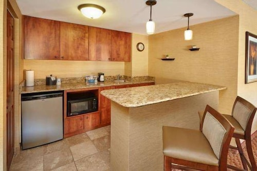 Private Kitchen, Hampton Inn Peoria-East At The River Boat Crossing