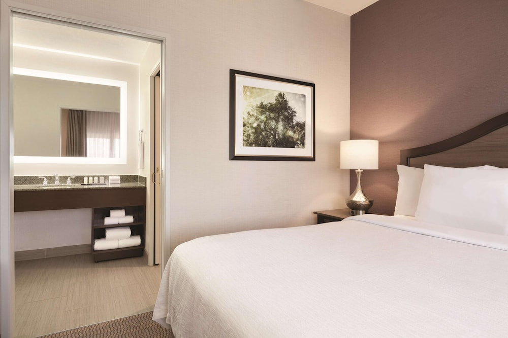 Room, Embassy Suites by Hilton Temecula Valley Wine Country