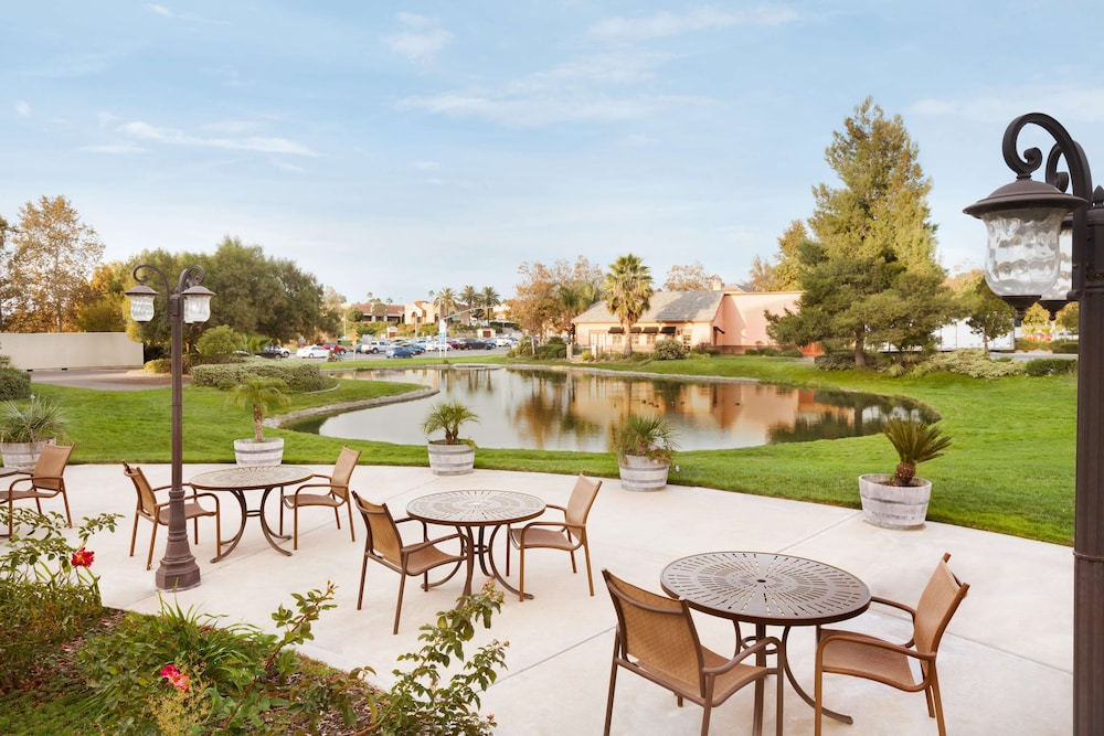 Garden, Embassy Suites by Hilton Temecula Valley Wine Country