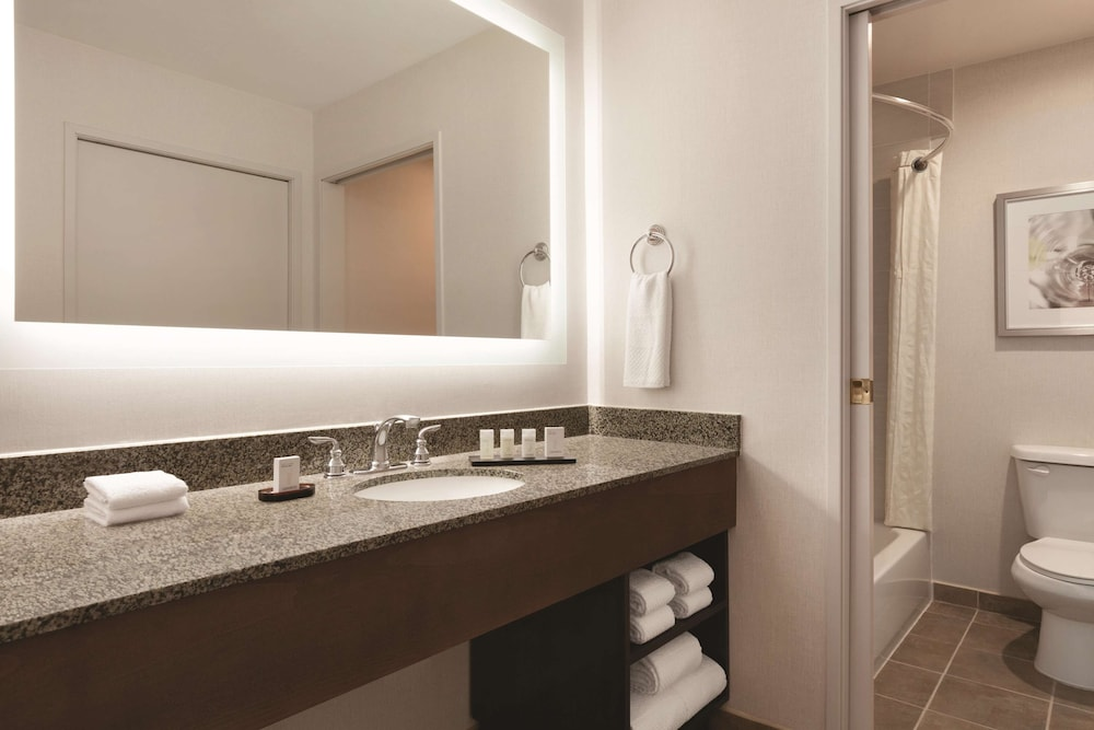 Bathroom, Embassy Suites by Hilton Temecula Valley Wine Country