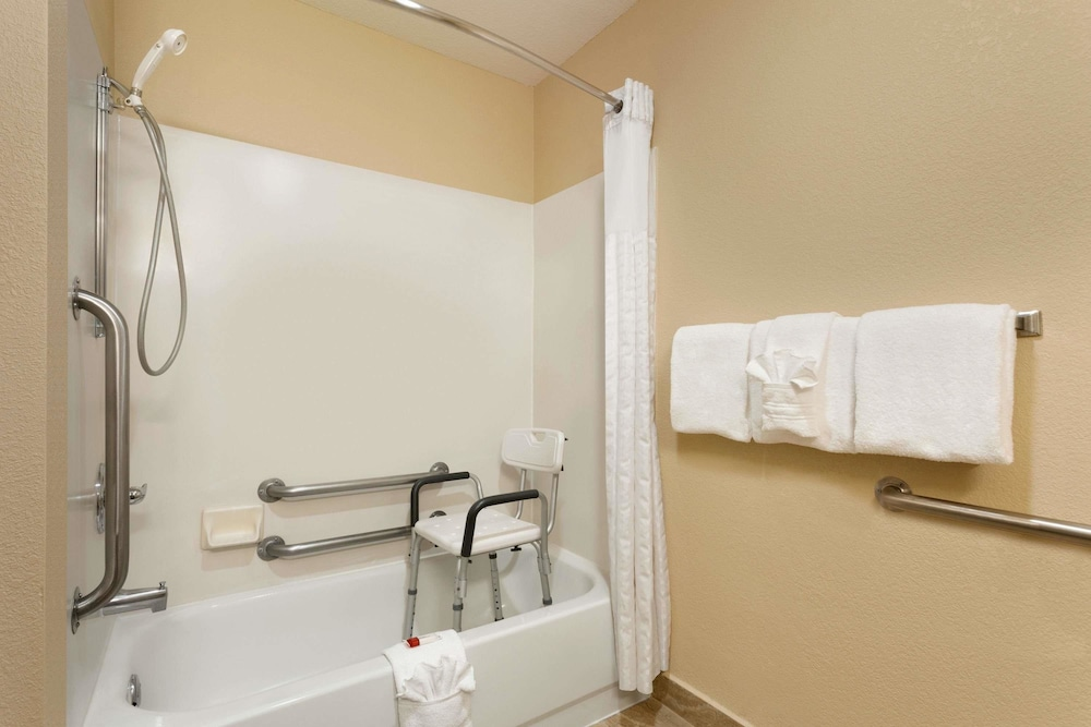 Bathroom, Baymont by Wyndham Salina
