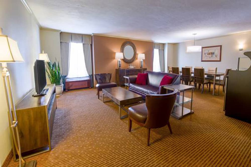 Living Area, Doubletree by Hilton Philadelphia Airport