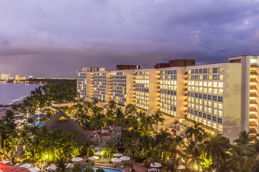 Exterior, Sheraton Buganvilias Resort & Convention Center