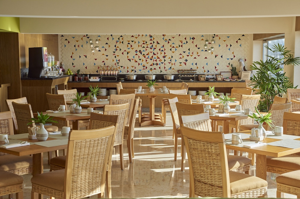 Bar, Sheraton Buganvilias Resort & Convention Center