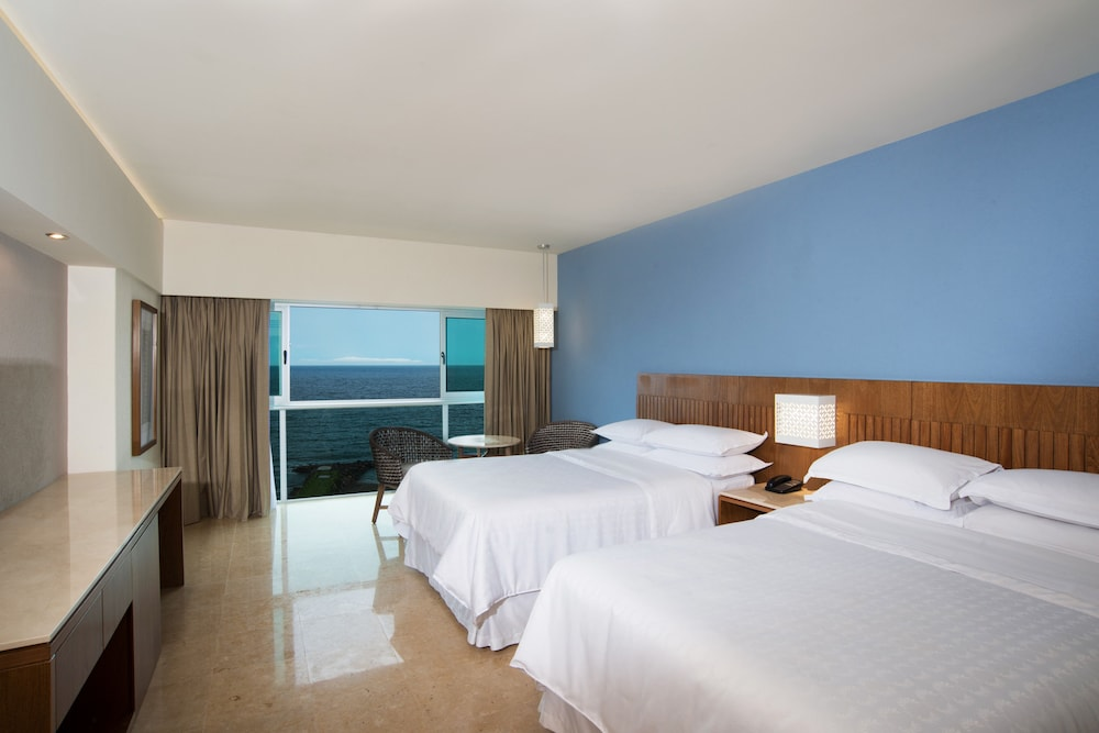 Room, Sheraton Buganvilias Resort & Convention Center