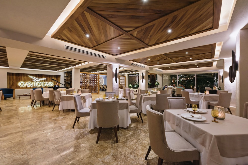 Restaurant, Sheraton Buganvilias Resort & Convention Center