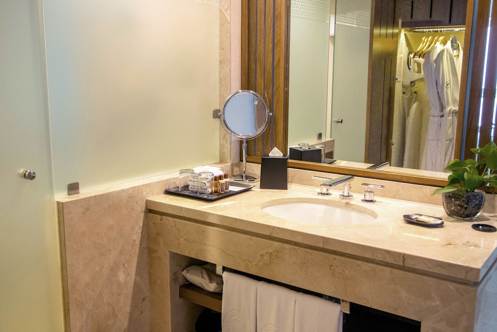 Bathroom, Sheraton Buganvilias Resort & Convention Center