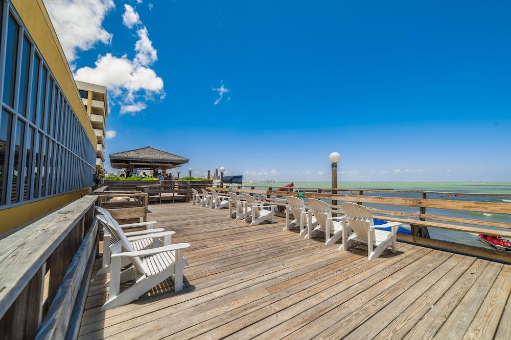 emerald beach hotel reviews photos rates. Black Bedroom Furniture Sets. Home Design Ideas