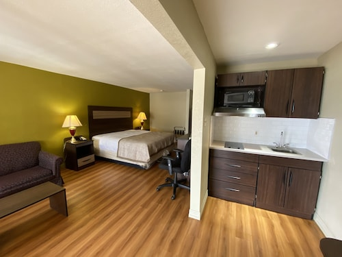 Stratford House Inn and Suites