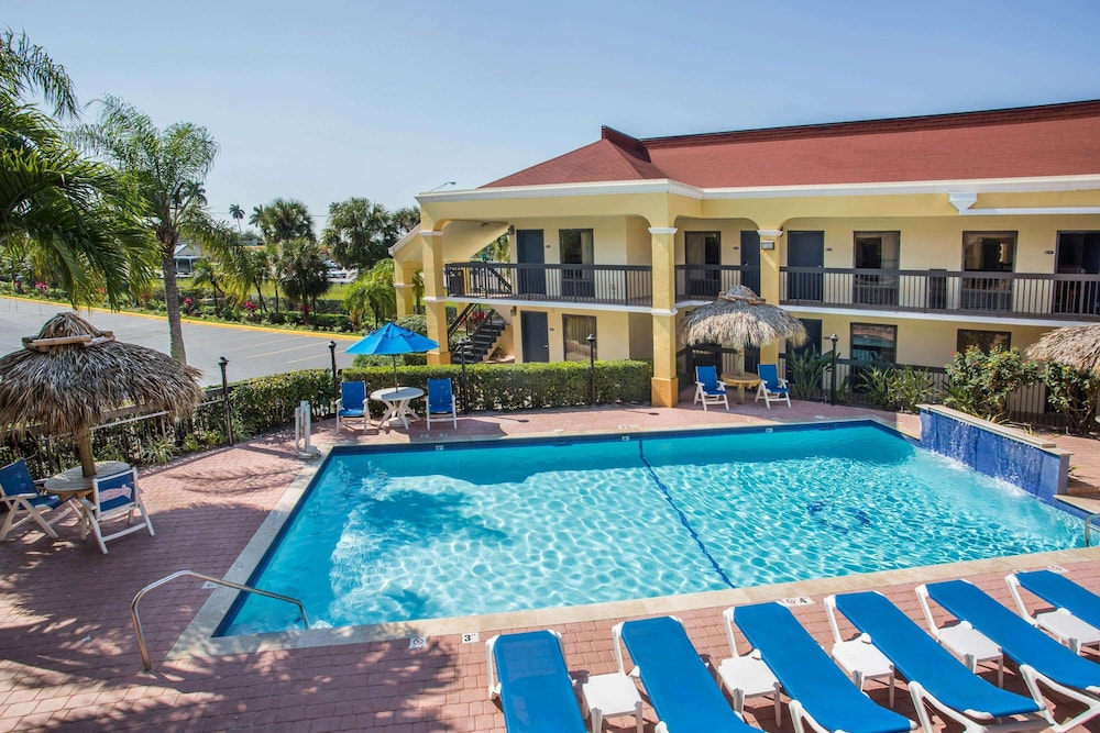 Pool, Days Inn by Wyndham Florida City